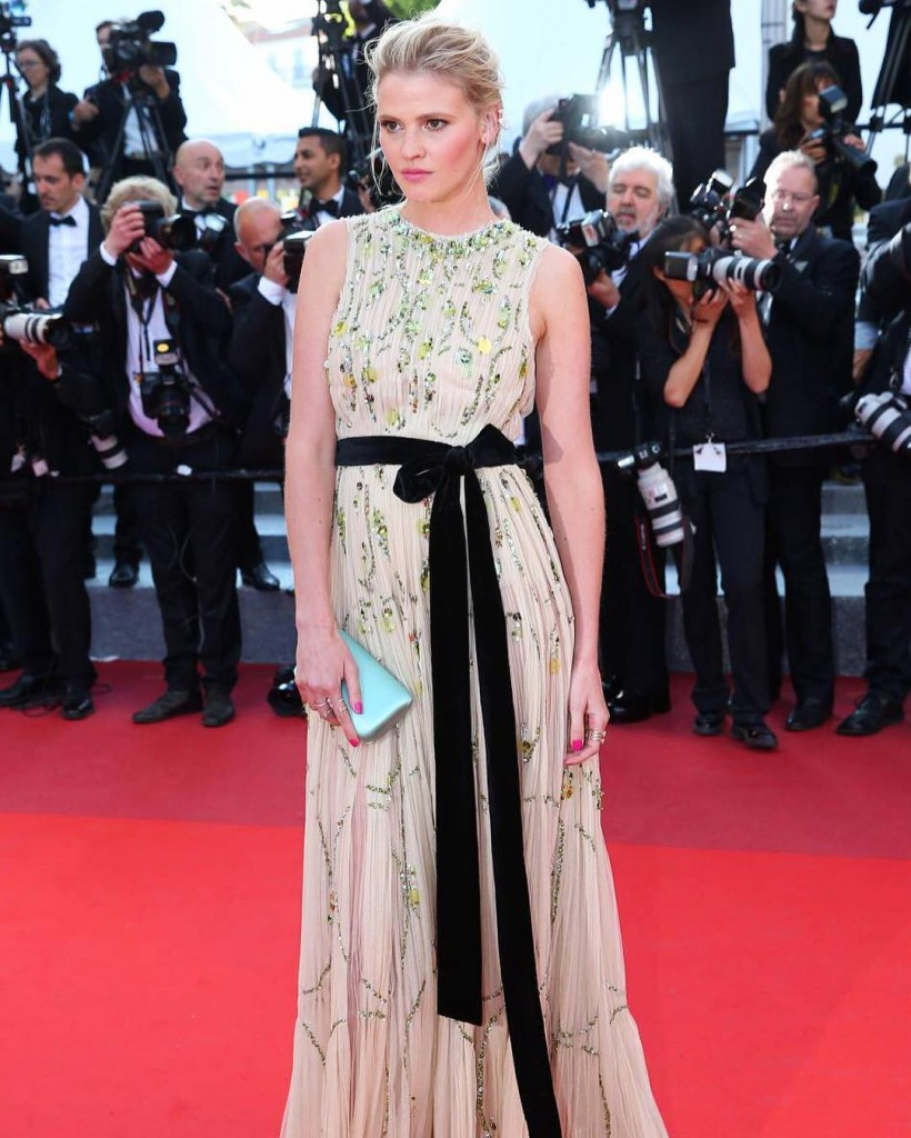 Lara-Stone_-Julieta-Premiere-2016-Cannes-Film-Festival (3)