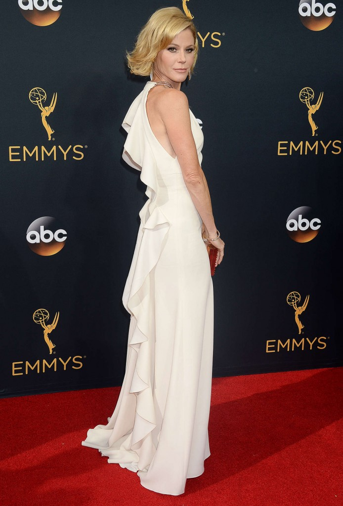 julie-bowen-2016-emmy-awards-2