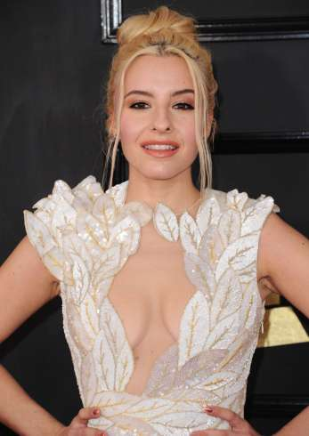 sophie-beem--59th-grammy-awards- web 1