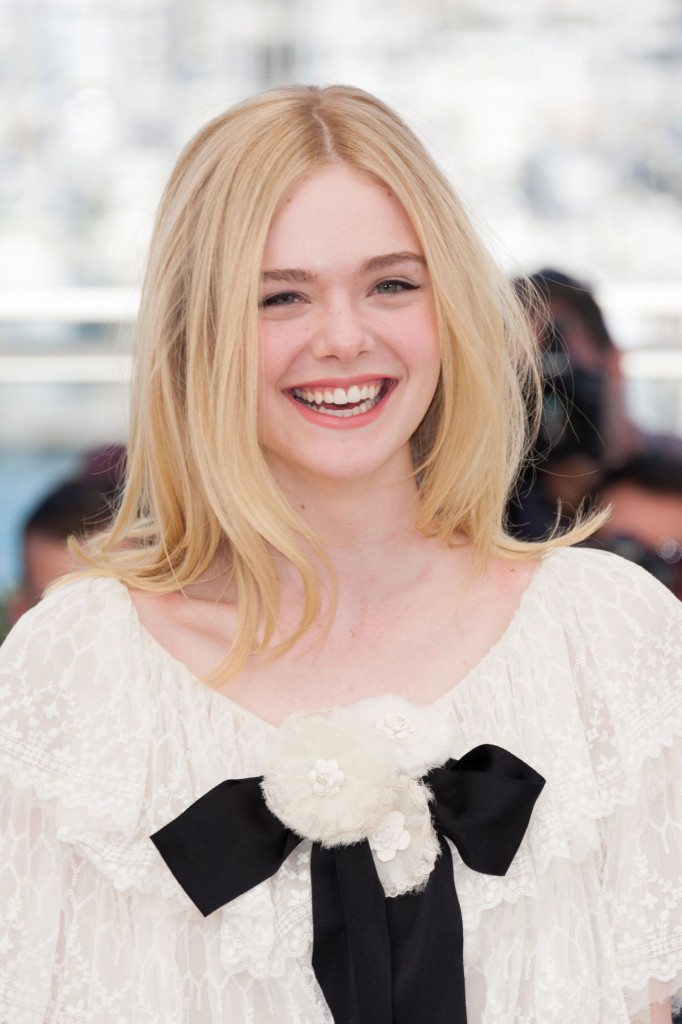 elle-fanning-the-neon-demon-photocall-at-69th-cannes-film-festival-5-20-2016-18