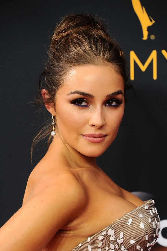 olivia-culpo-68th-annual-emmy-awards-in-los-angeles-09-18-2016-1
